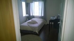 Makuuhuone 1 jossa oma vaatehuone