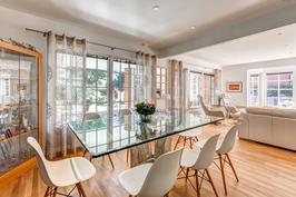 Ruokailuhuone keittiön ja olohuoneen yhteydessä mahdollistaa seurustelun