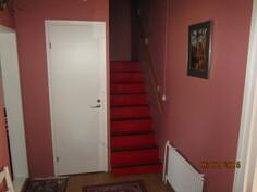 Raput yläkertaan, vasemmalla wc ovi