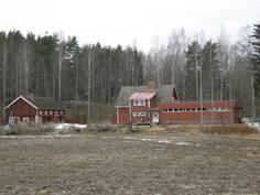 Kuva on otettu Mäntäntieltä peltojen yli idän suunnasta.