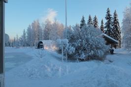 Etupihaa ja ulkosaunaa talvella