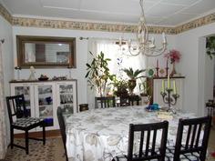Ruokailuhuone keittiöstä päin