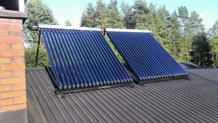 Aurinkokeräimet katolla lämmittävät raitisilmaa keväällä ja syksyllä ja käyttöveden kesällä