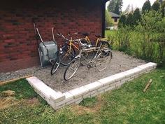 Pyörätila takapihalla