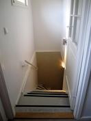 Portaikko alakertaan