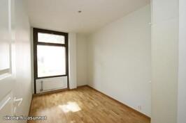 Makuuhuone (1 kolmesta) / bedroom (1 out of 3)