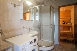 Kylpyhyone / bathroom