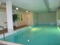 Taloyhtiön uima-allas / condo swimming pool