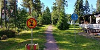 kauttuan metsään pääsee pyörätietä pitkin