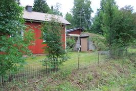 Vanha talo ja maakellari Välitieltä