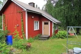 Vanha talo pihan puolelta