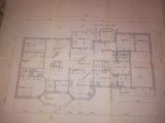 Pohjakuva. Pohjakuvasta poiketen keittiö/ruokatila yhtenäistä tilaa. Ja a-talli asuintilaa.