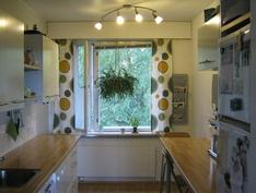 Valoisaan ja tilavaan keittiöön tehty remontti vuonna 2010.