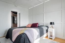 Makuuhuone (master bedroom).