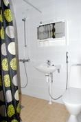 Yläkerran asunto 2 kylpyhuone