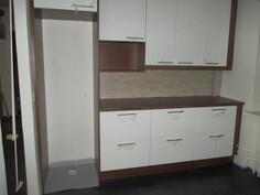 Yläkerran asunnon keittiö v