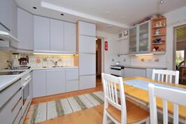 Päärakennus, alakerran keittiö