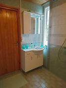 Pesuhuone, allaskaappi