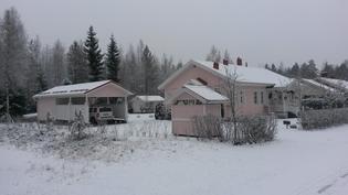 Talvinen kuva tontista