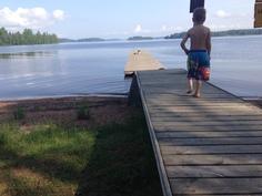 Mannin uimaranta sijaitsee lähellä. Kesäaikaan saunat ovat käytettävissä kahtena iltana viikossa.