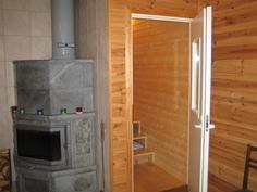 Ovi OH2:sta käyttöullakolle johtaviin portaisiin