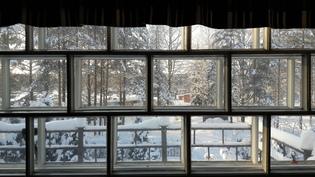 Näkymä yläaulan ikkunasta