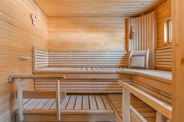 Sauna Harvian lauteilla ja pilarikiukaalla