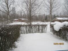 Takapihaa talvella. Ei kurkkivia naapureita ! Muista viihtyisyys kesällä !!
