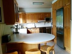 Keittiö ruokahuoneesta nähtynä. Köket sett från matrummet.
