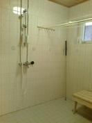 pesuhuone, kaksi suihkua