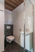 Kylpyhuoneen wc-nurkka