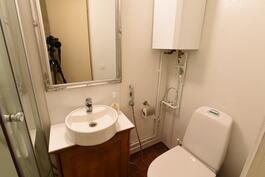 Sisä-wc ja suihku