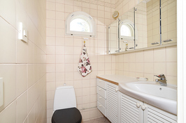 aulan wc, toinen wc saunaosastolla