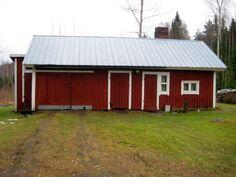 talousrakennus, jossa autotalli, liiteri ja sauna