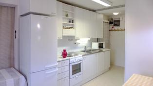 Vuonna 2012 rakennetun yksiön keittiö.