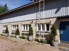 Harrastetilaa ja varastoa, yläkerta avoin ja välipohja betonia