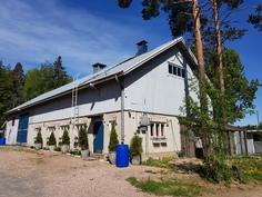 Ulkorakennus 9 x 23 m, 6 hevoselle karsinat/ satulahuone