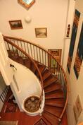Näkymä parvelta hallin portaikkoon