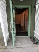 Sähköinen ulko-ovi