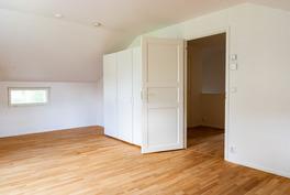 Master bedroom yläkerrassa