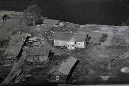 60 luvulla palstalla oli asuinrakennus, Rannan kellari on vielä paikallaan