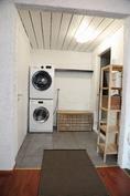 Alakerrassa paikka pesutornille sekä pukeutumistila