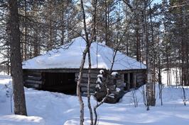 Ullajärven tontilla katos