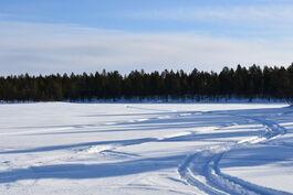Kuva Ounasjärveltä tonttien suuntaan