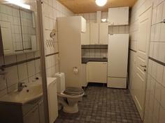 Kylpyhuoneen kodinhoitonurkkaus