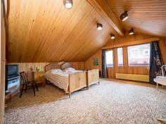 Erillinen yläkerran makuuhuone