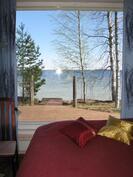 Näkymä takkahuoneesta järvelle