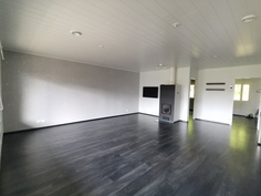 Iso 40 m2 olohuone ja keittiö