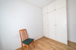 Pienempi makuuhuone
