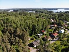 Naapurustoa ja taustalla Kyrösjärvi
